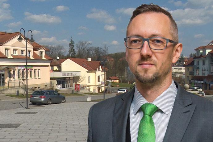 Rozhovor s Tomášem Chmelou. Zdroj obrázku https://www.starostove-nezavisli.cz/.